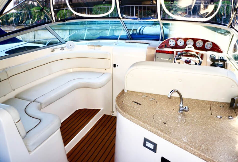 32 ft Rinker Luxury Cruiser
